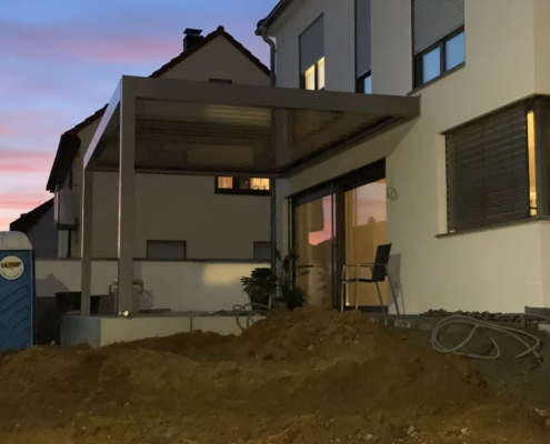 Lamellen Terrassenüberdachung rückfahrbar