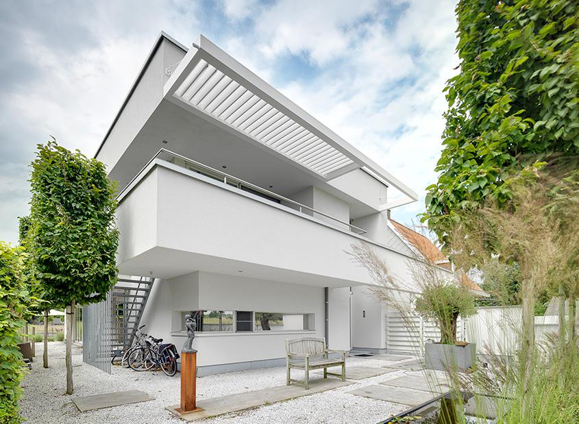 Lamellen Terrassenüberdachung schwebend