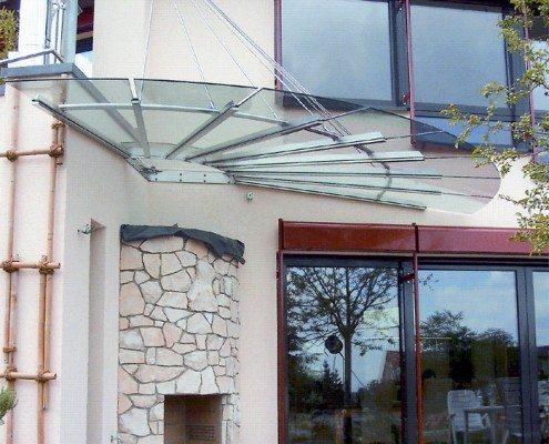 Vordach aus Glas halbrund