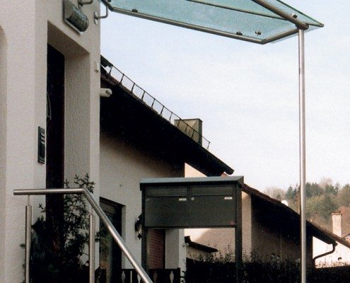 Vordach aus Glas