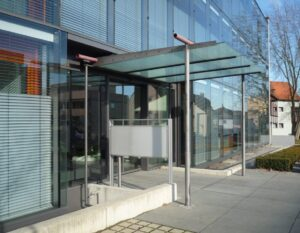 Eingangsbereich aus Glas