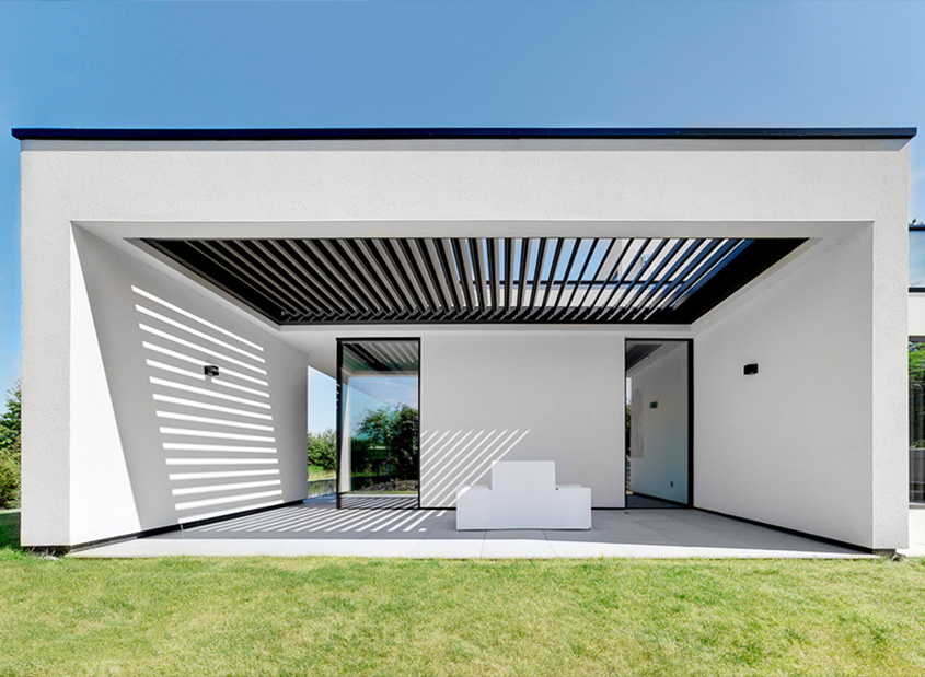 Lamellen Terrassenüberdachung freistehend/integriert